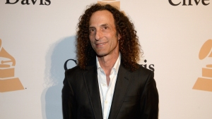 Kenny G Surprises Delta Passengers With In-Flight Performance