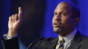 Tavis Smiley Says PBS Made Mistake in Suspending Him