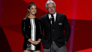 Cringe: Hockey Great Compliments Aly Raisman's Legs on Stage