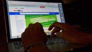 Here's How to Stay Safe While Online Shopping