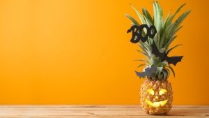 New Halloween Trends: Pineapples, X-Mas Trees, Dioramas