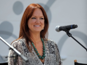 "Blogger Ree Drummond Talks Casting for ""The Pioneer Woman"""