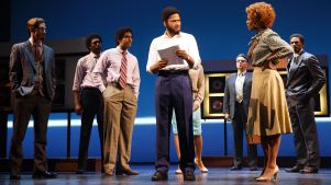 Review: 'Motown,' Returning to NY, Seconds That Emotion<br />