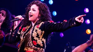 'On Your Feet' Stays On Its Feet Despite Broken Set <br />