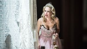 Review: Gillian Anderson as Blanche DuBois in Stylized 'Streetcar'