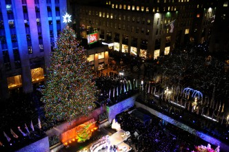 Time Lapse Video of the Rockefeller Center Christmas Tree Going Up