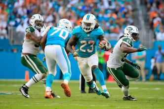 Lousy Jets Looking to Spoil Surprising Dolphins