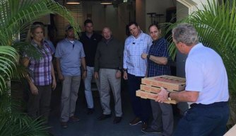 Bush Delivers Food to Workers; Calls for End to Shutdown