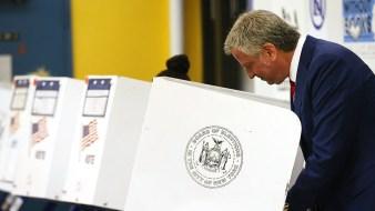 De Blasio Signs Bill Allowing NYC Voters to Register Online