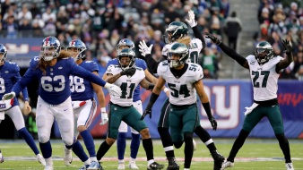 Eagles Beat Giants, 34-29