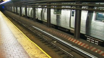 Robber Fleeing Cops Leaps onto Subway Tracks, Dies: NYPD
