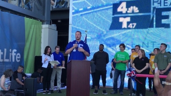 Nate Solder Helps Kick Off the Health & Fitness Expo