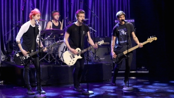 Fallon: 5 Seconds of Summer Sings Best #FallSongs Tweets