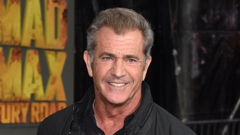 Mel Gibson Returns to Spotlight at Golden Globes