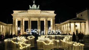 Cities Around the World Turn Off Lights to Mark Earth Hour