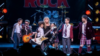Watch Stevie Nicks Surprise Audience at 'School of Rock'