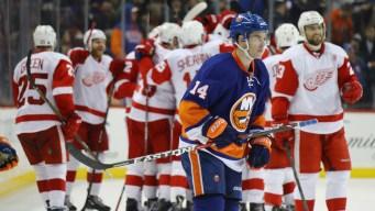 Islanders Lose to Red Wings, 4-3