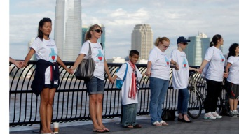 Hundreds Hold Hands for 9/11 Remembrance