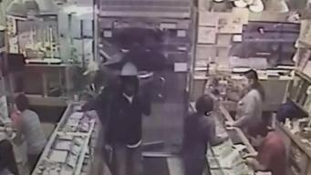 Men Snatch $100K of Jewelry in Chinatown Heist