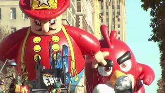 Tens of Thousands Turn Out to Watch Thanksgiving Parade