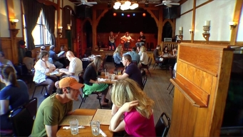 Music Makes the Perfect Pairing at Schubas Acoustic Brunch