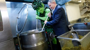637-Lb Serving of Green Bean Casserole Is Biggest Ever