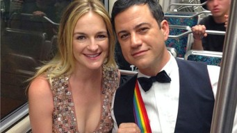 """Kimmel Honors Williams With """"Mork"""" Suspenders"""