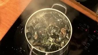 Fairway's Steamed Mussels in White Wine Sauce