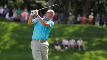 Mickelson Late to the Course After Lightning Hits Hotel