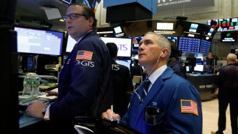 Tech Companies Lead Another Steep Sell-Off in US Stocks