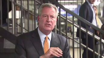 De Blasio Accused of Holding Up MTA Train