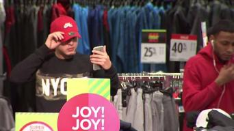 Shoppers Fill Tri-State Stores Even as Online Shopping Soars