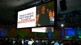 Tony Robbins Hypes Up Dreamforce Crowds in San Francisco