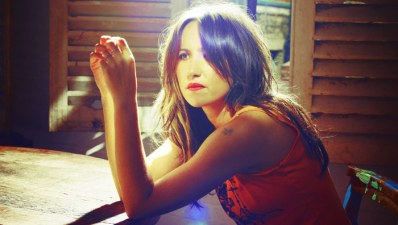 """KT Tunstall Googles Herself to See If She """"Looks Mental"""" in Photos"""