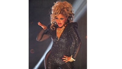 Lil' Kim Returns to Reclaim Her Crown