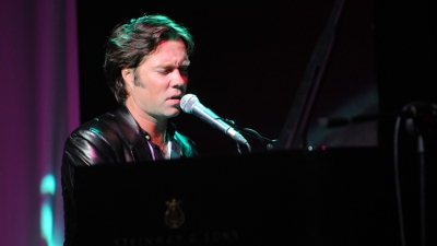 Video: Rufus Wainwright and the Roots Get into the Holiday Spirit