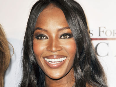 "Naomi Campbell Signs ""No Phone Throwing Zone"" Pledge for Oprah"