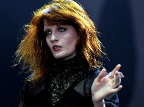 Florence & the Machine Play Free Apple Store Set @ 4PM