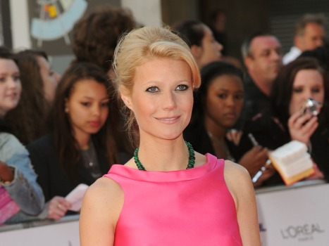 "Singing and Dancing Gwyneth Paltrow to Guest Star on ""Glee"""