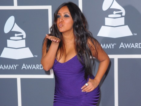 "Snooki Officially Opens ""Jersey Shore"" Season With Bar Fight"
