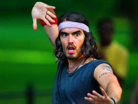 "Russell Brand ""Arthur"" Remake Gets a Director"