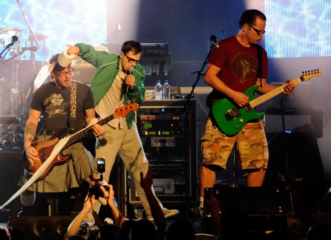 Disgruntled Fans Unite in an Effort to Breakup Weezer