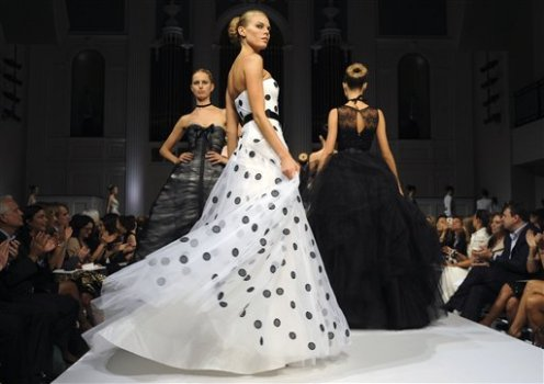 Oscar de la Renta Leaves Garment District, Might Downsize Future Runway Shows