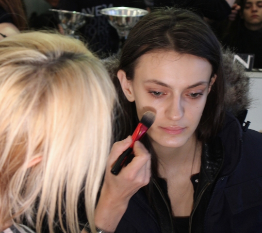 Beauty How-To: Flushed Cheeks and Strong Brows at Preen