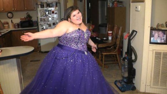 Teen Bullied for Trying to Sell Plus-Size Prom Dress on Facebook ...