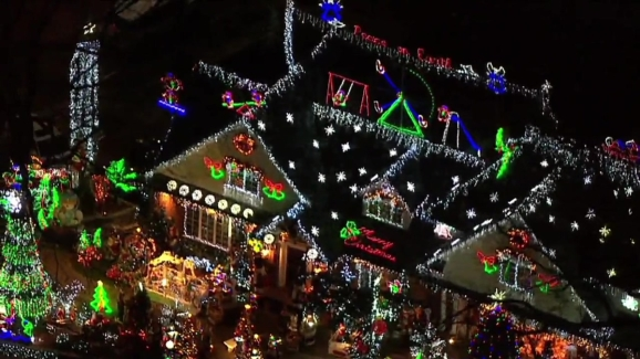 christmas decorations alight house in queens - New York Christmas Decorations