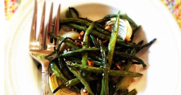 The Vegetable Diaries: Roasted Green Beans with Onions and Almonds
