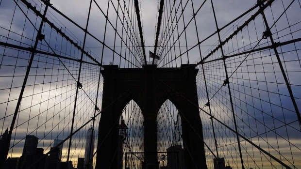 [NY] Tourist Nabbed After Allegedly Scaling Brooklyn Bridge