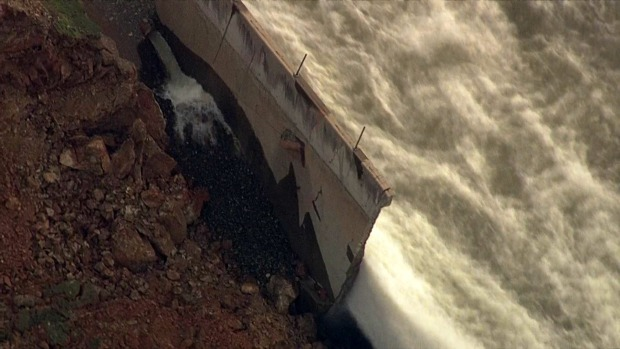 [NATL-BAY] RAW: Oroville Dam's Main Spillway Eaten Away by Erosion