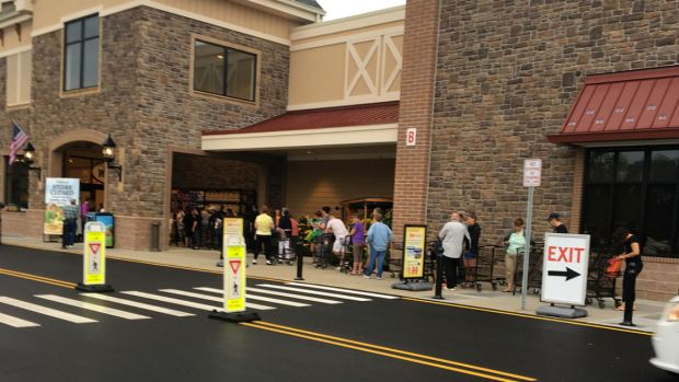 Massive Crowds Gather in NJ ... for a Grocery Store?